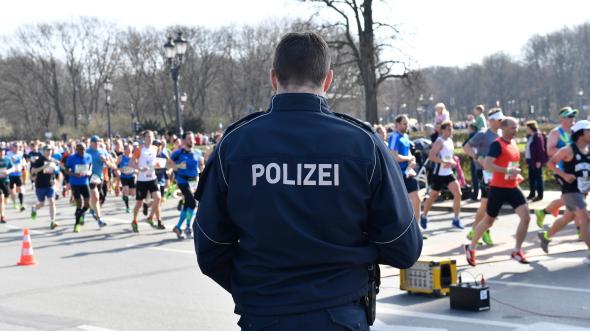 Islamici armati di coltelli bloccati: stavano per colpire maratona Berlino