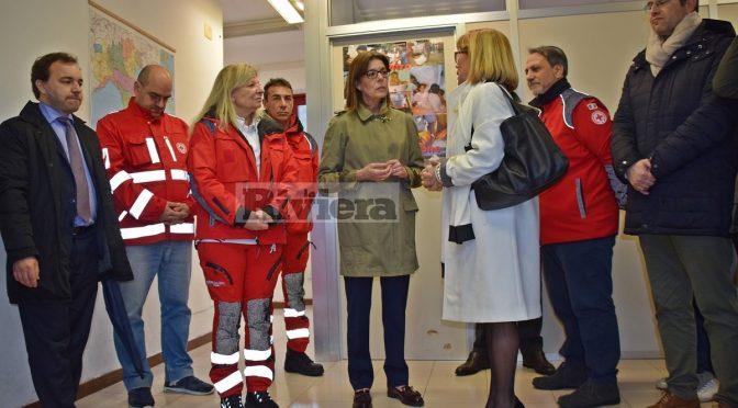 Carolina di Monaco visita i clandestini di Ventimiglia, non se ne prende uno