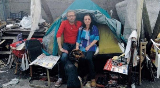 Da un mese in tenda, sono italiani: sindaco cerca casa a 1.000 immigrati