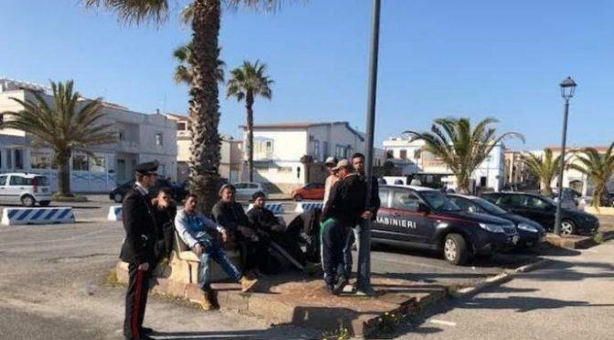 Sbarcano algerini, carabinieri li trovano già in centro – FOTO