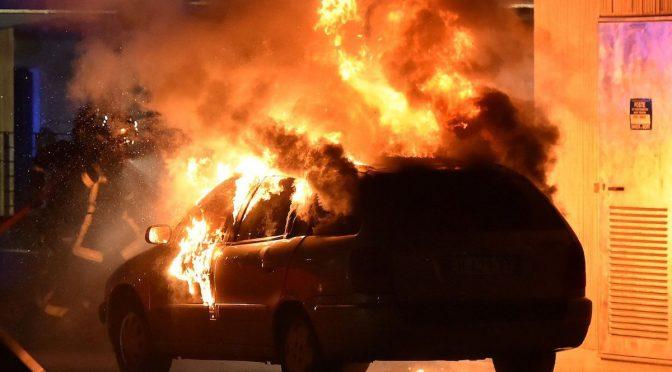 Africano si diverte a bruciare le auto degli italiani a Ravenna