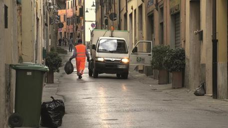 M5s mette i braccialetti elettronici agli spazzini di Livorno