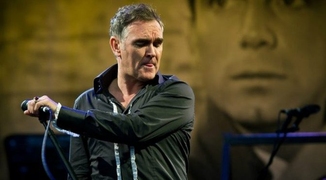 Morrissey lancia appello ai patrioti inglesi contro l'immigrazione