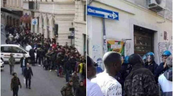 Roma: agenti circondano Pigneto a caccia di abusivi