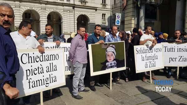 Islamici protestano contro affidamento bimbi musulmani a italiani infedeli