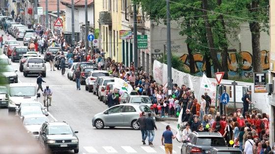 Da Milano schiaffo a Pamela, nel giorno dei funerali 'catena umana' a favore dei clandestini
