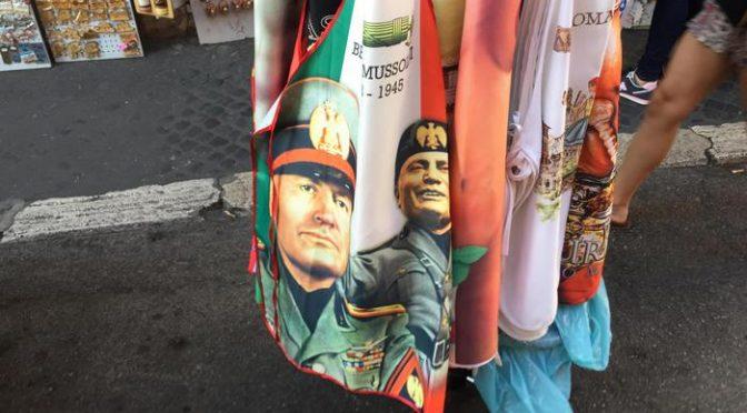 Emergenza fascismo, il grembiulino di Mussolini