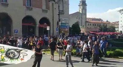 La festa degli sbandati a Pisa: droga, clandestini e vomito