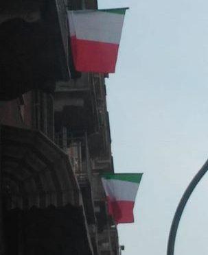 Torino: tricolori ai balconi per dimostrare ad Appendino che ci sono ancora italiani nel quartiere multietnico