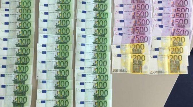 Migrante bloccato con 10 valigie piene di soldi: 45mila euro