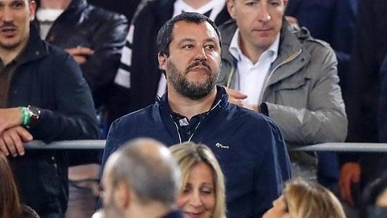 """Salvini e il giacchetto """"fascista"""": prodotto in Italia da lavoratori italiani"""