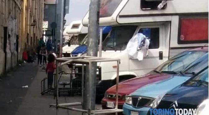 Torino, Zingari padroni della città: marciapiedi assediati