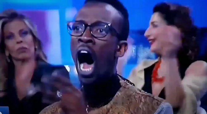 Baye Dame rientra nella casa solo perché nero, razzismo al contrario