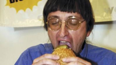 Mangia 30mila hamburger da McDonald's: ecco come si è ridotto
