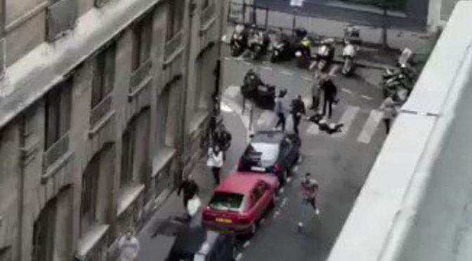 """Accoltella passanti al grido """"Allah Akbar"""", un morto e 8 feriti – VIDEO"""