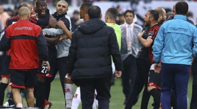 Cose turche, fratello Pogba aggredito dai compagni di squadra – VIDEO