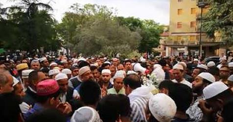 Venezia: chiesa diventa moschea, funerale islamico sul sagrato – VIDEO CHOC
