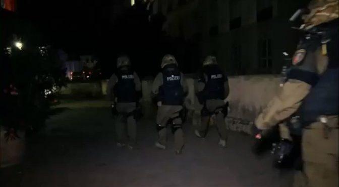 Immigrati in rivolta, polizia tedesca assalta centro profughi