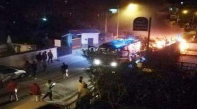 Terrore a Licola: immigrati incendiano auto e moto