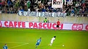 """Fascia a Balotelli, protesta tifosi: """"Mio capitano è di sangue italiano"""""""