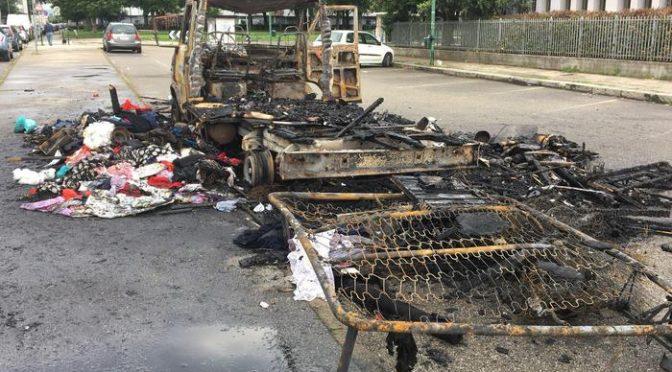 Camper a fuoco a Torino, ma i 7 zingari si salvano