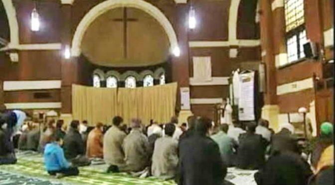 """Roma, la parrocchia diventa moschea. Il parroco: """"E' bellissimo"""""""