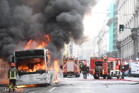 Roma, continuano a bruciare bus Atac – VIDEO