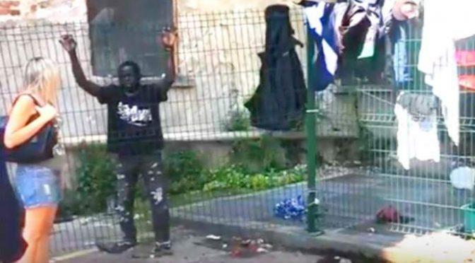 """Milano, africano: """"Mi hanno negato asilo, ora occupo"""" – FOTO"""