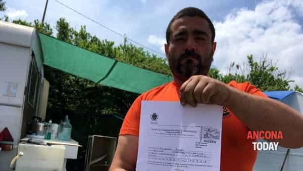 Ancona: italiani vivono in roulotte, sindaco dà le case popolari agli immigrati – VIDEO