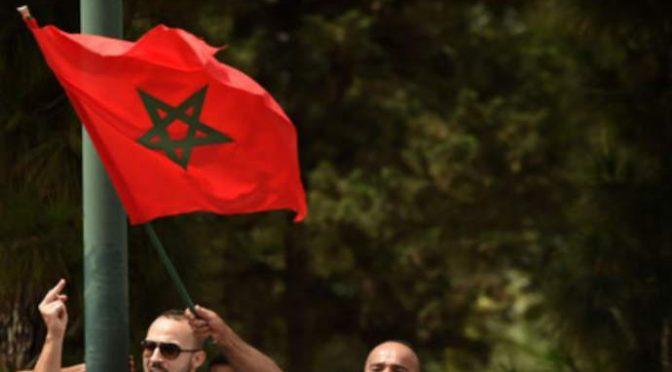 Via il Tricolore, immigrati issano bandiera Marocco sul municipio