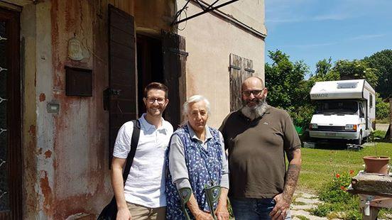 Nel Comune che ospita 150 profughi, un'anziana italiana è abbandonata