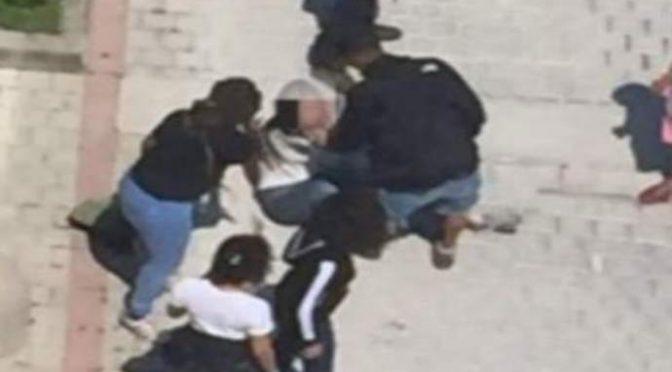 Gang di immigrati circonda ragazzo italiano: «Dacci tutto o finisce male»