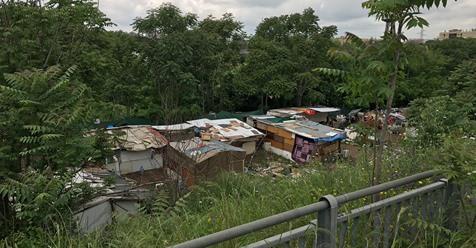 """Casa con vista campi Rom: """"Siamo assediati"""" – VIDEO"""