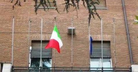 """L'appello: """"Strappiamo le bandiere UE dai balconi dei Comuni"""""""