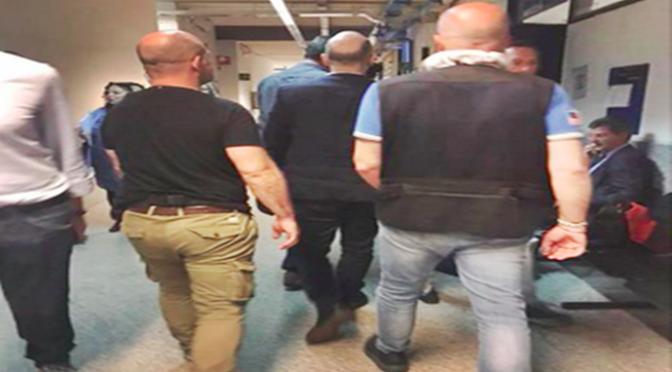 Saviano denuncia chi lo critica e si presenta con la scorta in tribunale – FOTO