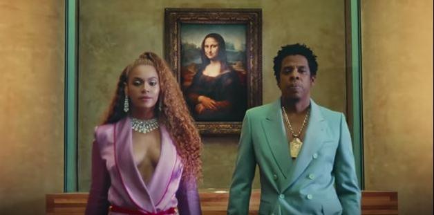 Beyoncé e Jay-Z girano al Louvre, la Gioconda umiliata