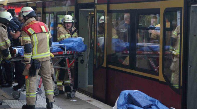 Uomo accoltella passeggeri sulla metro di Berlino