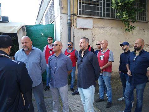 Roma: militanti CasaPound sgomberano mercatino del rubato