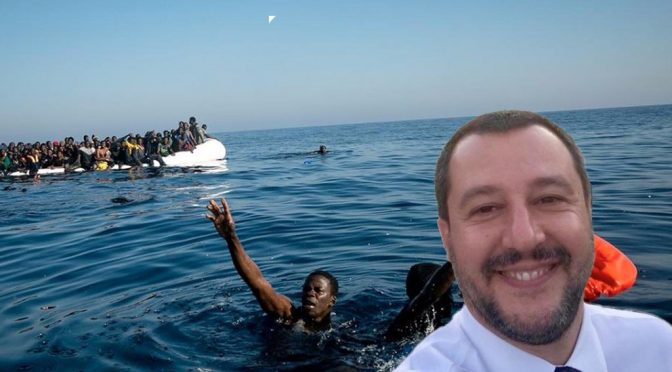 Lifeline, l'Ong illegale pubblica oscena foto Salvini