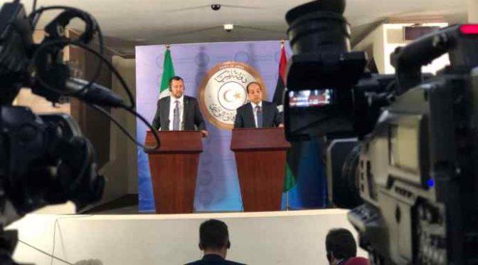 Svolta Salvini: centri profughi in Libia, così ha scavalcato Macron