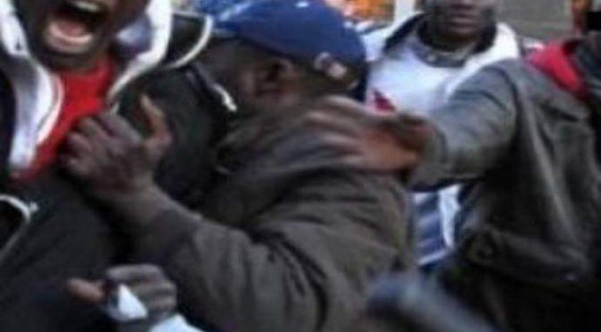 Immigrati assaltano gazebo Lega, attacco a Salvini