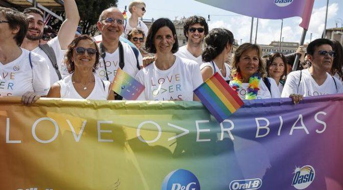 RomaPride, sfilano gli esibizionisti sponsorizzati dalle multinazionali