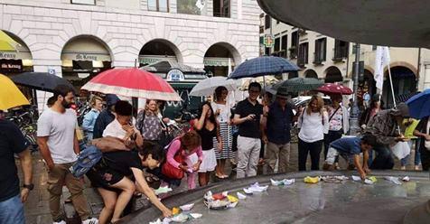 Le barchette di carta dei buonisti contro Salvini