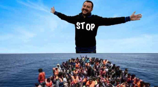 """170 clandestini caricati su motovedetta italiana, Salvini: """"Riportateli indietro"""""""