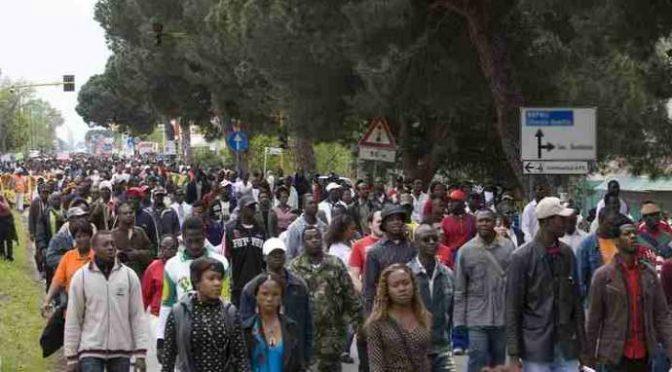Sondaggio: per gli immigrati in Italia ci sono troppi immigrati