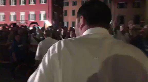 Salvini a Pisa accolto dalla folla – VIDEO
