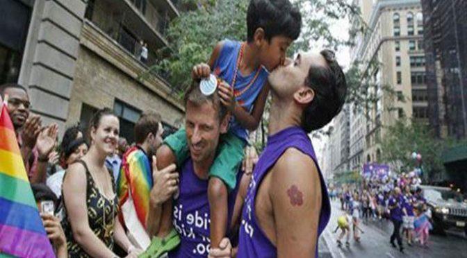 Bambini ai gay, raffica di esposti in procura