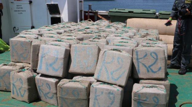 Canale di Sicilia, barcone carico di droga: 30 milioni di euro