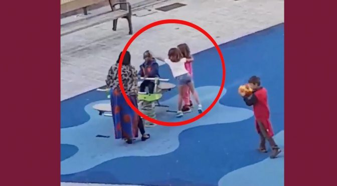 Bambini difendono il loro scivolo da figlio africani – VIDEO