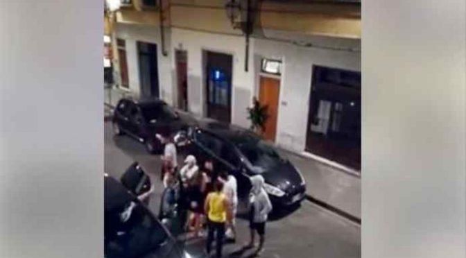 Firenze: immigrati assaltano auto disabile, pestano donna – VIDEO CHOC
